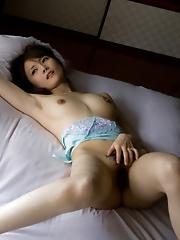 Hotaru Yukino Spreads Her Hairy Cunt