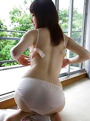Hotaru Yukino Showing Cute Tits