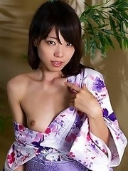 Its the end of the summer, and Shizuku Kisaragi strips out of her yukata in a tatami room
