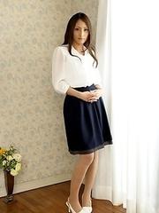 Aoi Miyama shows her beautiful body