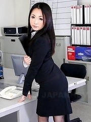 Ai Mizushima shows her sexy charms