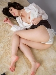 Heels-wearing hottie Yuma Miyazaki finally decides to show off her perfect feet